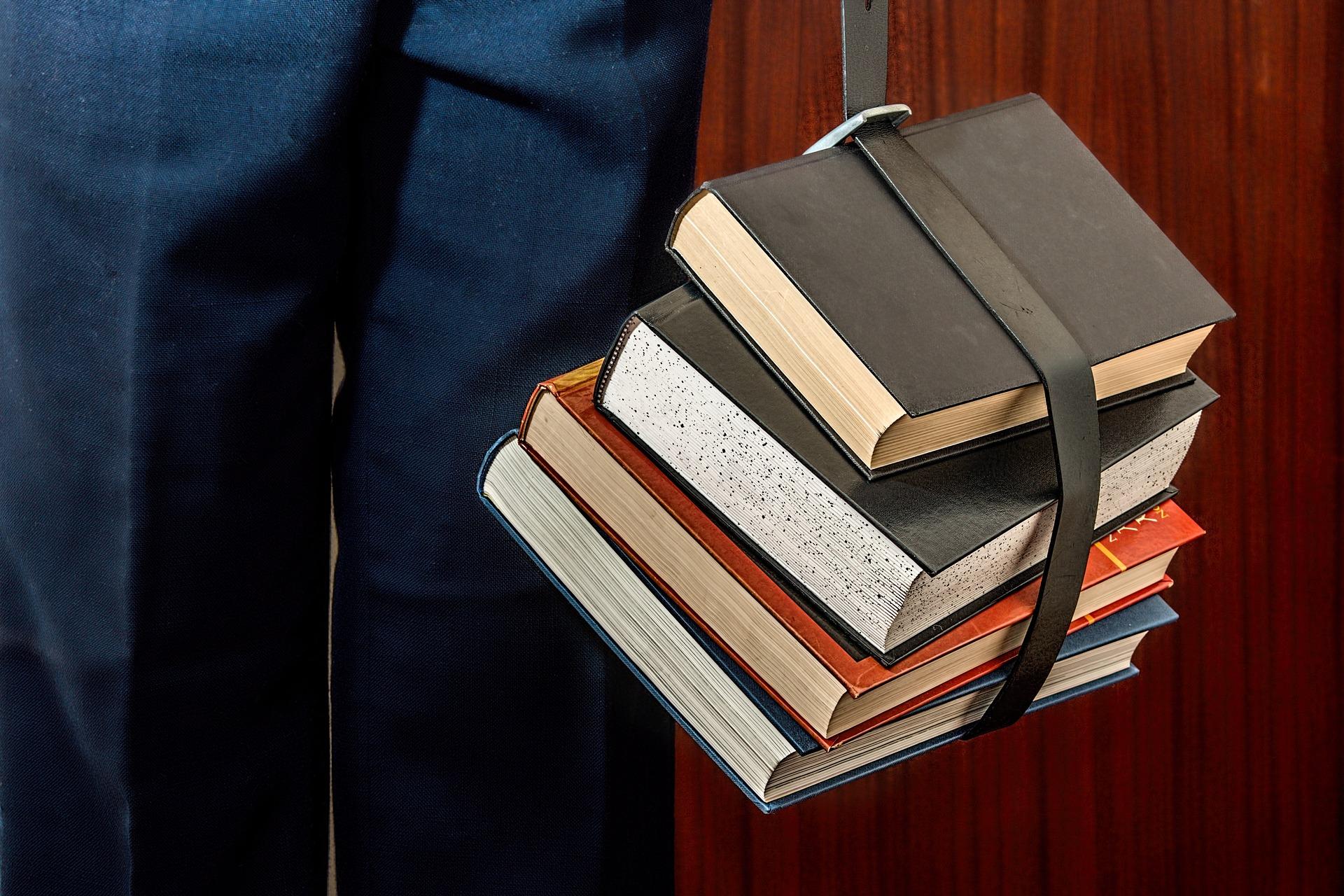 Parhat kirjat lahjaksi miehelle