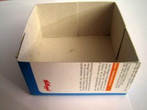 Itsetehty laatikko pahvista