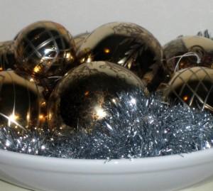 Asetelma joulupalloista